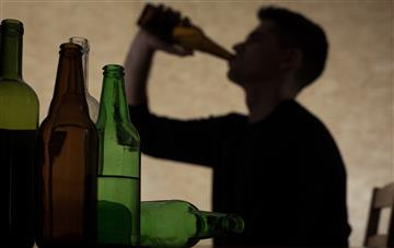 Very heavy drinkers needn't quit completely for cardiovascular benefit